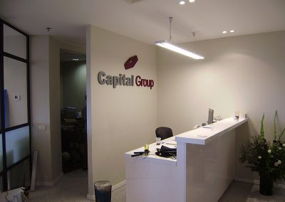 שילוט לובי Capital Group